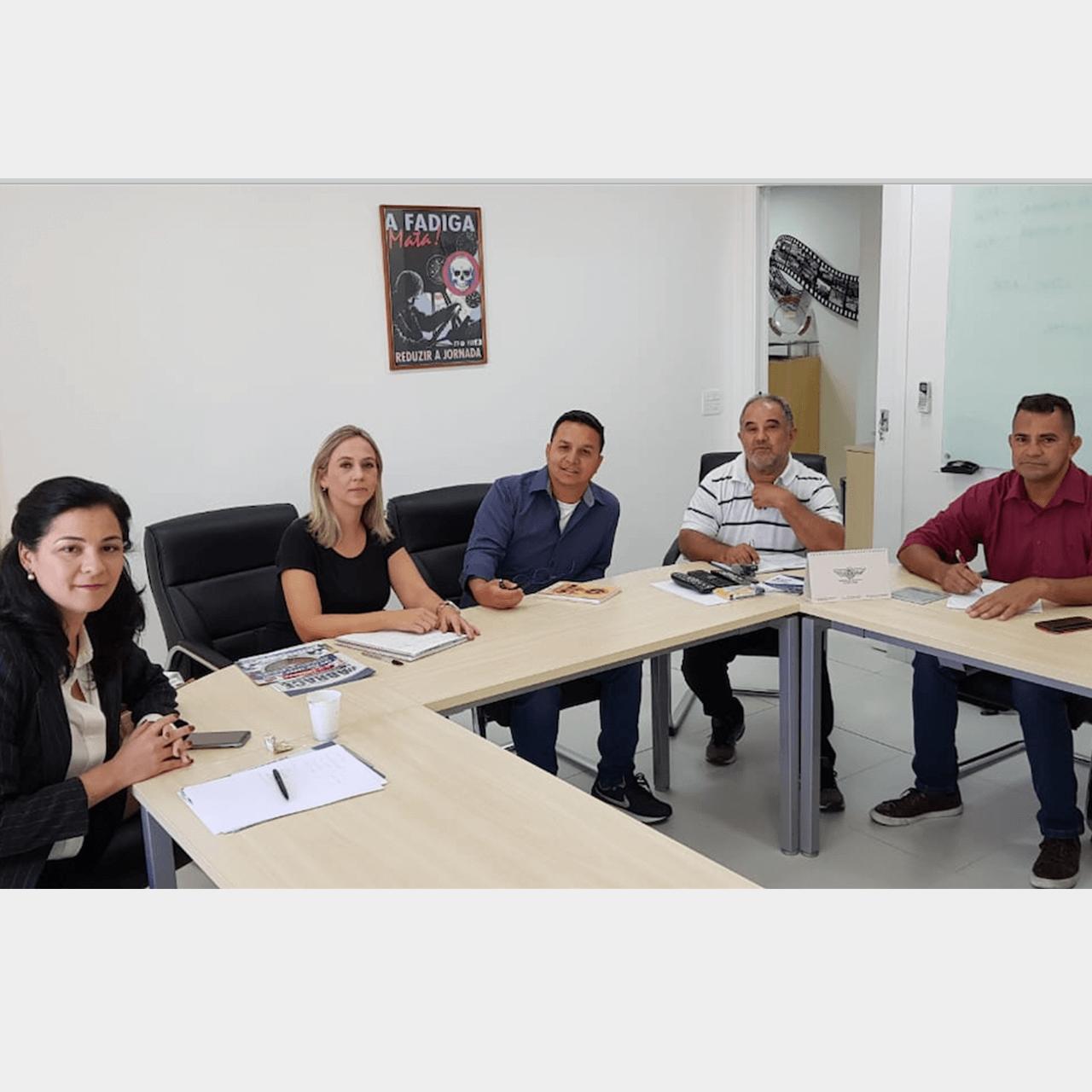 SNA (Sindicato Nacional dos Aeroviários) em reunião com a Passaredo, empresa aérea que se encontra em recuperação judicial e não paga salários e direitos trabalhistas dos funcionários e ex-funcionários.