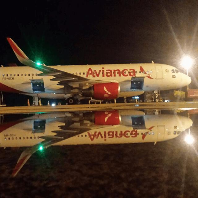 Empresa Avianca, que se encontra em Recuperação Judicial, garante operar normalmente. Sindicato Nacional dos Aeroviários (SNA) convoca trabalhadores para assembleia no dia 13 de maio.